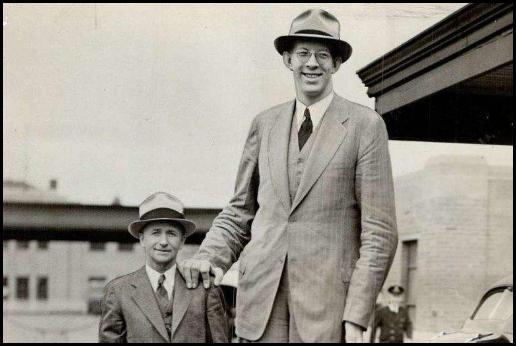 世界上最高的人;世界上最高的人是谁?有多高