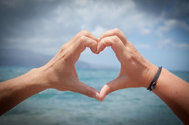 适合情人节发朋友圈的句子有哪些呢?(适合发朋友圈的句子)