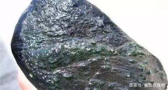 如何通过表皮判断翡翠原石的种水?