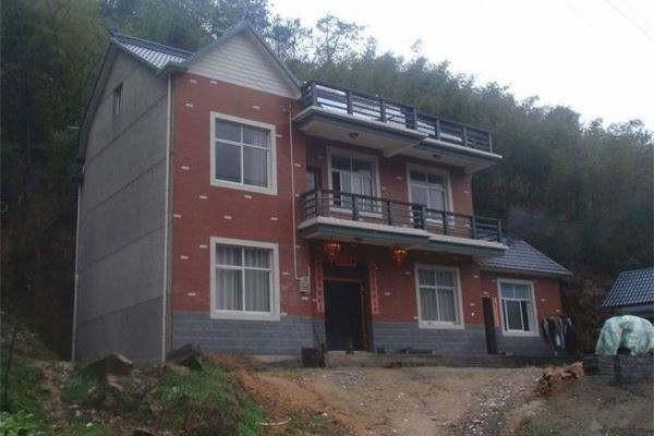 农村房屋外墙贴瓷砖与刷真石漆哪个划算?