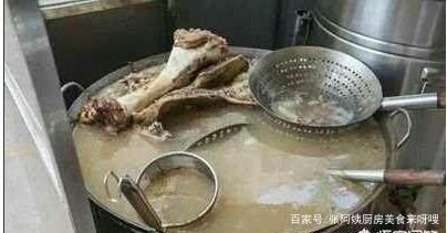 如何熬制牛骨汤?