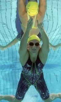 蛙泳一小时1公里游泳相当于多少跑步