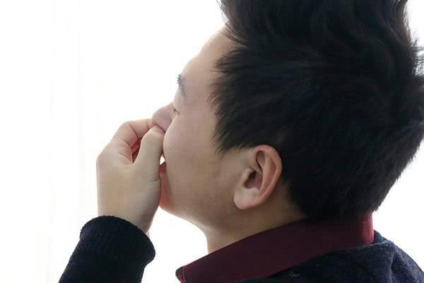 总有一根鼻毛,长得特别长,这是为何?