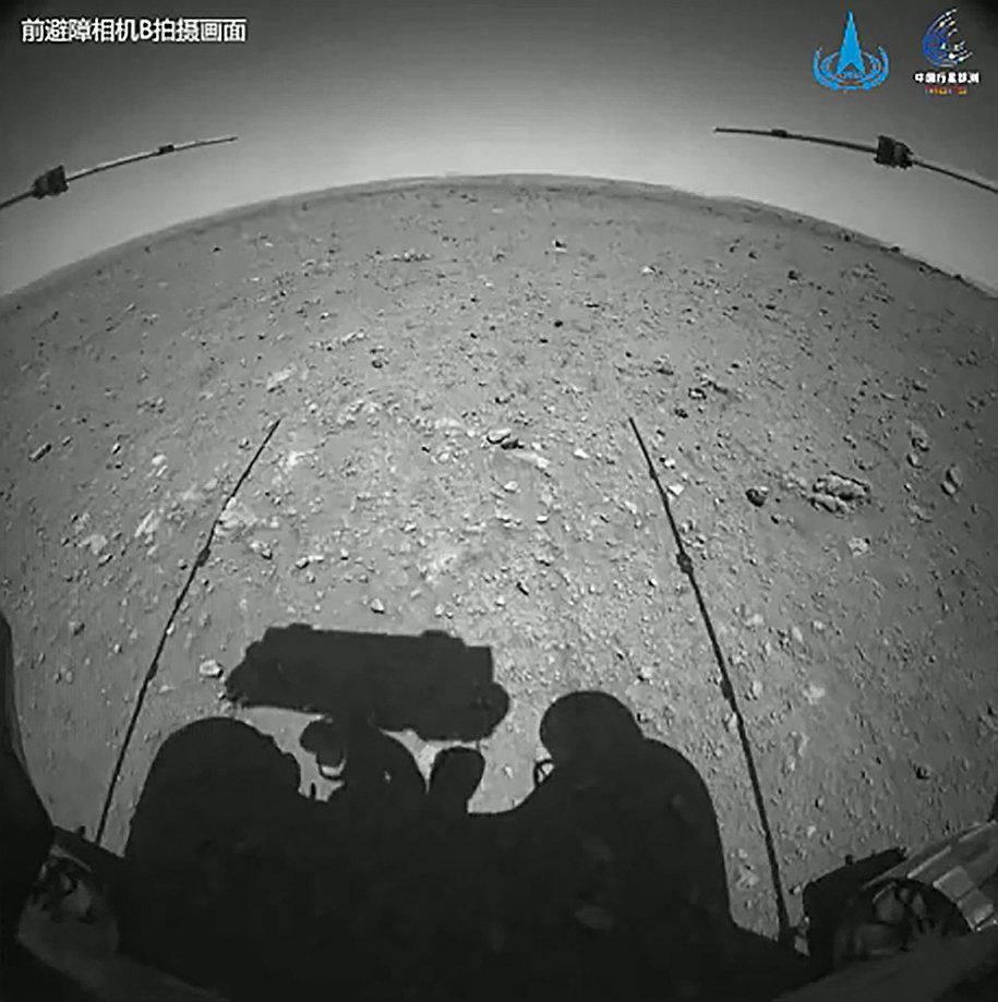 祝融号成功驶上火星地表!3天才能走10米,为什么这么慢?