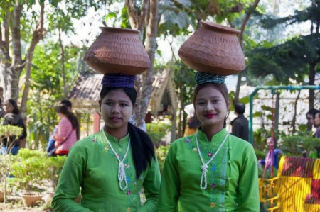 缅甸媳妇害羞说出实情,6万中国男人定居缅甸后,为何不愿回国?