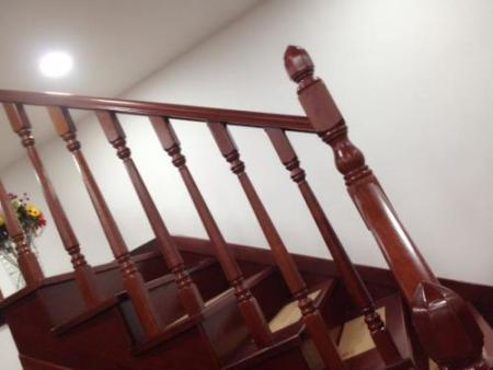 木楼梯扶手价格大概在多少钱?
