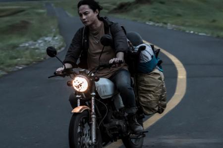 怎么看待韩寒和阿信合作新电影《飞驰人生》的词曲创作?