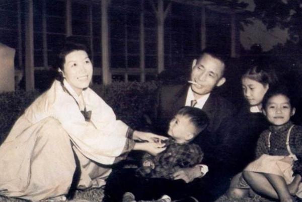 朴正熙为韩国崛起做出了很大贡献,为何一家五口都没有好下场?