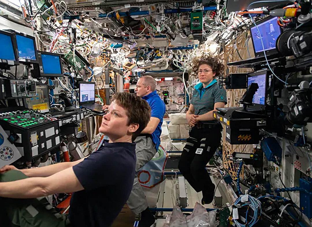 国际空间站响起火灾警报!宇航员闻到烟味,情况如何?