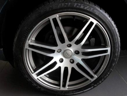 3年的汽车轮胎,侧边有些细小的裂纹,需要更换吗?