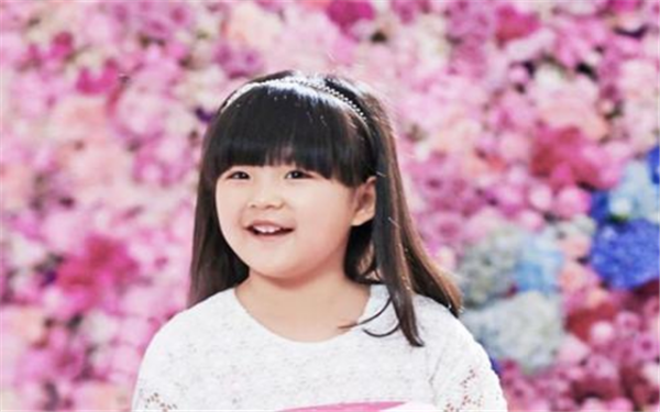 王诗龄小小年纪身上全是奢侈品,李湘这样的教育方式真的对吗?