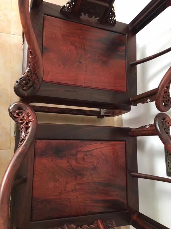 如何辨别真假大红酸枝家具?