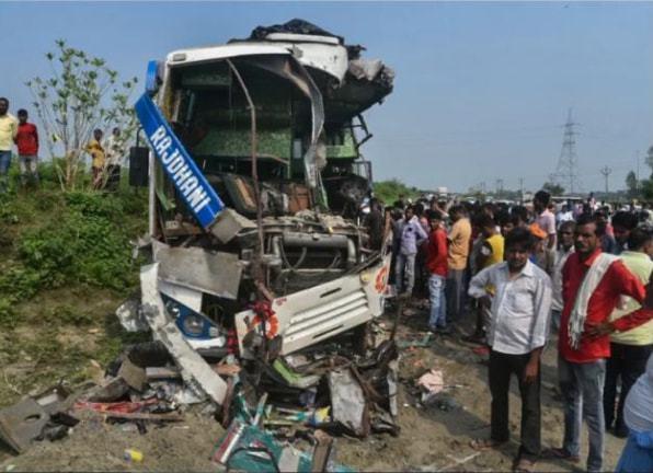 为躲1头牛,印度发生车祸致15人死亡,开车遇到动物该怎么办?