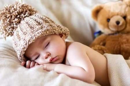 新生儿每天睡眠时间很少怎么办啊?(婴儿睡眠时间少怎么办)