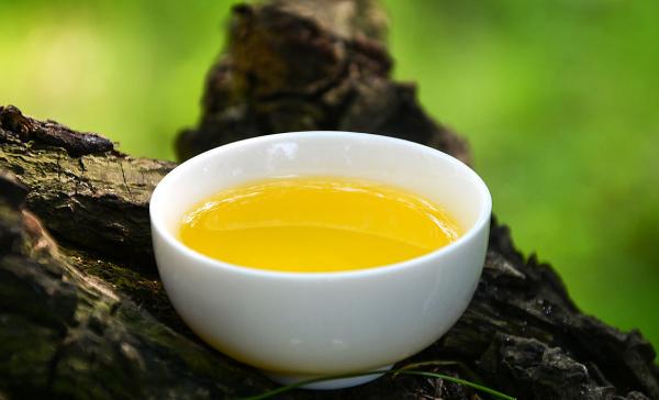 山茶油纯露能按摩私外吗 山茶油可以直接擦脸吗