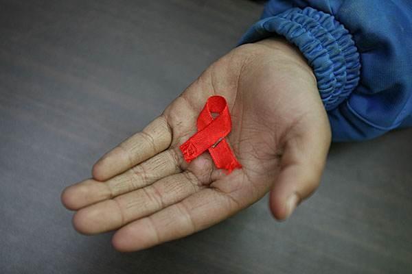 全国艾滋病患者近百万,身上有哪些异常,8成已中标?