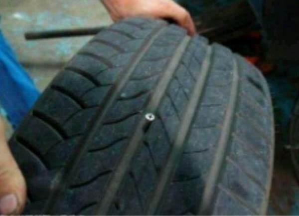 汽车轮胎发现钉子如何处理?