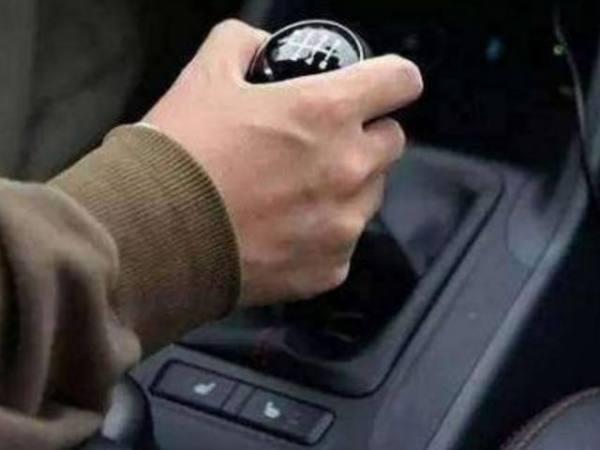 手动档的车辆换挡有哪些技巧需要掌握的?
