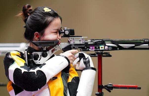 为何气步枪选手要穿厚重射击服,气手枪不需要?心跳都会影响夺冠