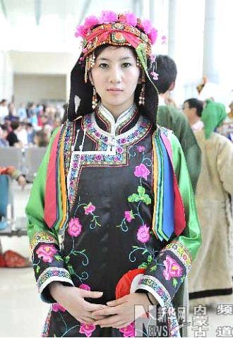 蒙古族服装的工艺刺绣
