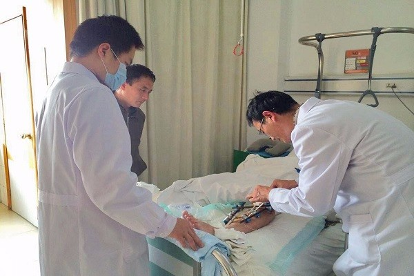 9名医护用身体捂暖24袋救命血,这是无私奉献还是本职所在?