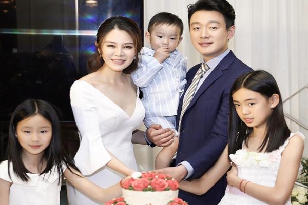 佟大为6岁时父亲成植物人,娶自己老师恩爱11年,如今一家5口生活怎样?