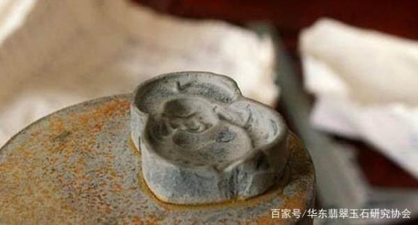 如何区别翡翠玉石是机器雕刻还是人工雕刻?