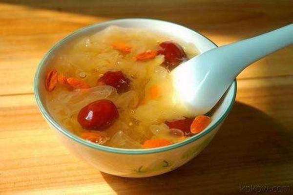 每天喝枸杞红枣泡水有好处吗