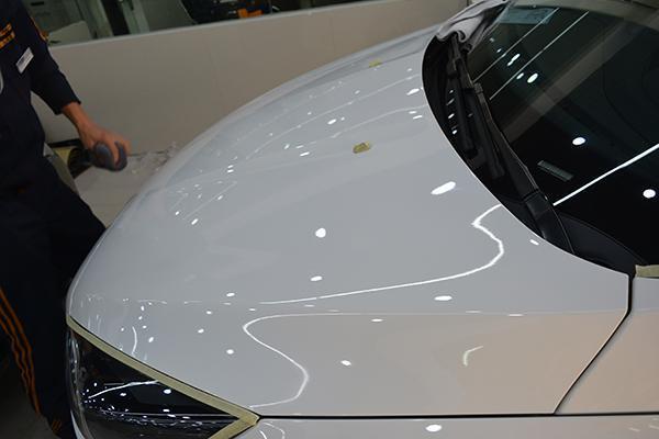 怎样辨别汽车玻璃贴膜是否专业?