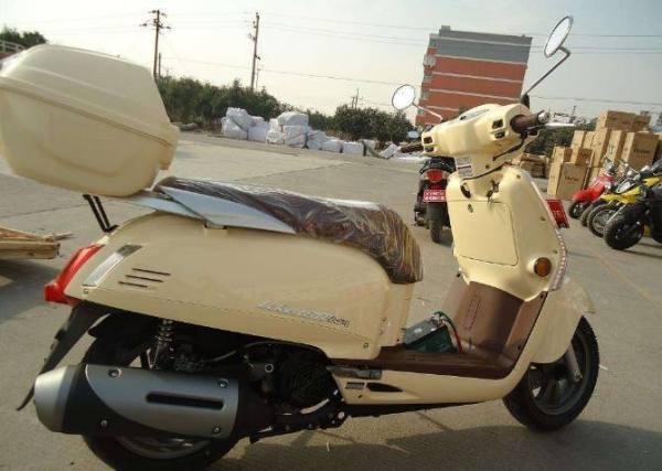 家庭用车该如何选择踏板摩托车呢?