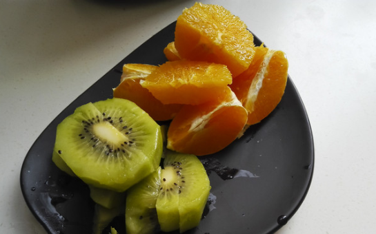 猕猴桃可以跟啥水果一起榨汁