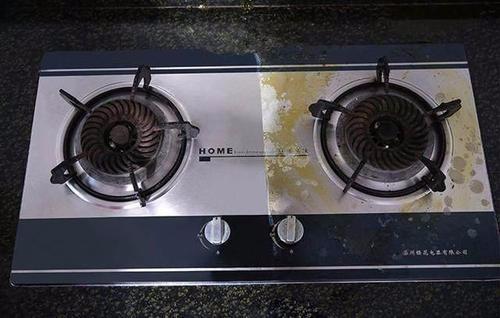 在燃气灶上到点白醋真实用,很多人都不明白,居然是这么做的?