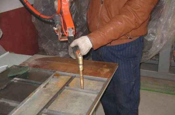什么是电焊?_烧电焊技巧(图1)