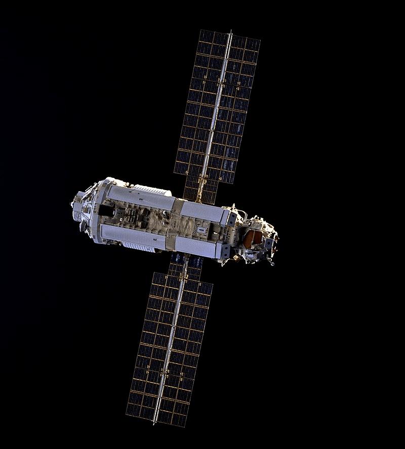 不祥预警!国际空间站中心太空舱发现多条裂缝,曙光号有多重要?