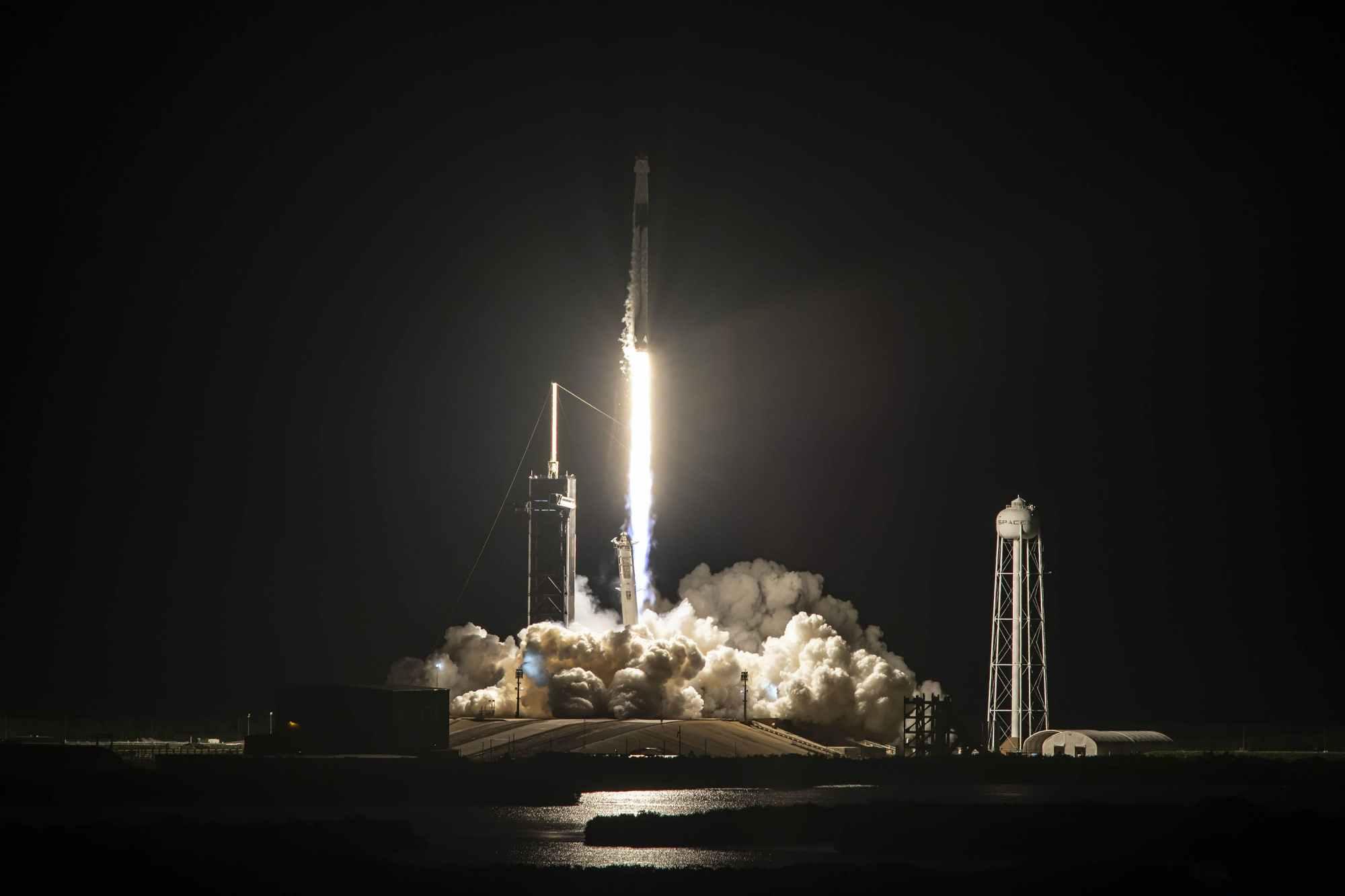SpaceX载人龙,成功将四位平民送入太空?