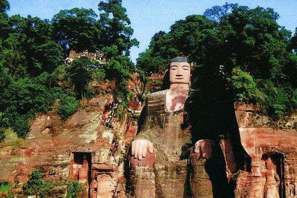 大多数人都认为乐山大佛是石刻出来的,其实并不是,到底乐山大佛是如何形成的?