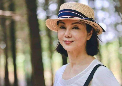 她是小婉君,24岁嫁豪门生5子,丈夫出轨离婚后婆婆给4亿,她的现状如何?