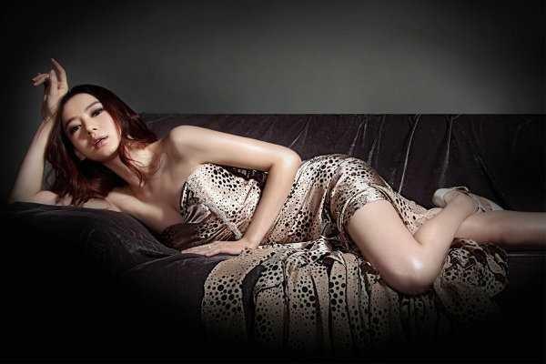 戚薇爱心裙现身生日思享会,嫁了韩国老公的她颜值有多大变化?