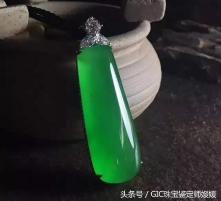 比别墅还贵,翡翠中的帝王绿到底是什么颜色?
