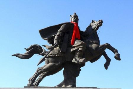 名将薛仁贵忠君报国,他的孙子为何起兵造反,失败投降为何又被封王?