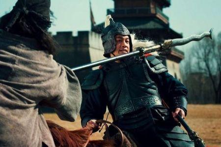 张飞用长矛将许褚刺于马下,许褚最终是怎样逃脱的?