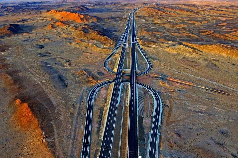 京新高速:全球最长的沙漠公路,世界级难度,370亿修建