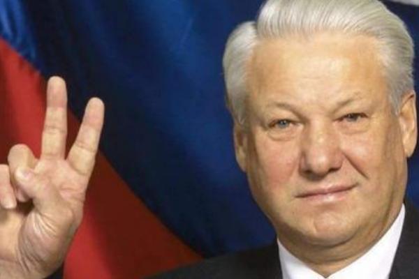 苏联解体前,戈尔巴乔夫领导叶利钦,为何美国给叶利钦元首待遇?
