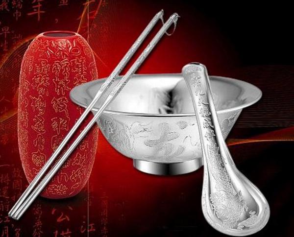 银餐具好不好,银质餐具对身体到底有没有好处?