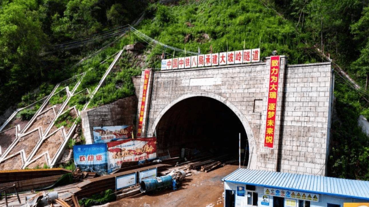 大坡岭隧道只有14.66公里,为什么一挖就是14年?