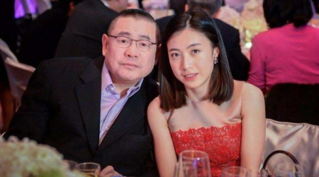 为刘銮雄生孩子,陪伴15年的吕丽君,怎么就让甘比成了正室?