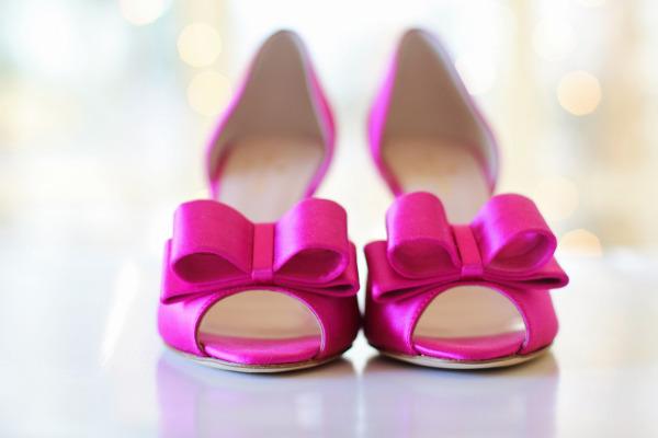 粉红色高跟鞋:梦见自己穿粉红色的鞋子是怎么回事?