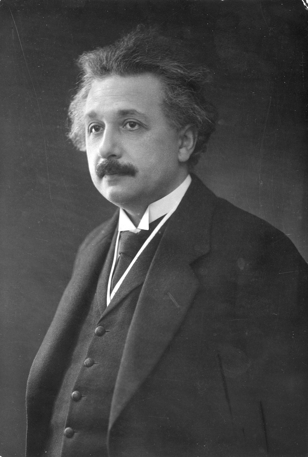 空间形状又看不到,爱因斯坦怎样知道它是弯曲的?