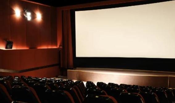 日本独有的成年人影院,为何这里不见一个年轻人?
