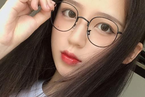 小脸适合戴什么样式的眼镜?